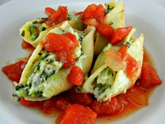 Skinny Spinach & Artichoke Dip Stuffed Shells - The Tasty Fork Vegetarian Recipes, Cooking Recipes, Healthy Recipes, Pasta Recipes, Superfood Recipes, Cooking Food, Healthy Options, Healthy Cooking, Delicious Recipes