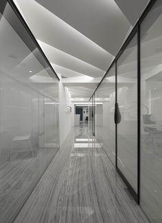 Modern office designs showing artistic false ceiling decoration Image 26 - SHAIROOM. Ceiling Light Design, False Ceiling Design, Ceiling Decor, Lighting Design, Ceiling Ideas, Modern Ceiling Design, Office Ceiling Design, Modern Office Design, Office Interior Design