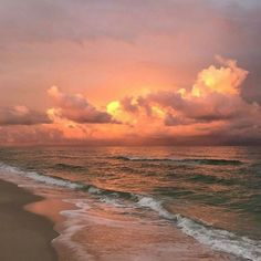 sit with me at the beach and admire the clouds, how the water reaches and touches the sky, how God made that sunset and also made us. Nature Aesthetic, Summer Aesthetic, Aesthetic Photo, Aesthetic Pictures, Blue Aesthetic, Pretty Sky, Beautiful Sky, Beautiful Places, Beautiful Women