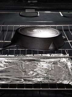 How to Reseason a Cast Iron Skillet - How to Season a Cast Iron Frying Pan at - Woman's Day Season Cast Iron Skillet, Cast Iron Skillet Cooking, Cast Iron Frying Pan, Iron Skillet Recipes, Cast Iron Pot, Cast Iron Dutch Oven, Cast Iron Recipes, Cast Iron Cookware, Skillet Meals