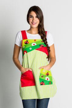 € 32,80 - Estola Mariquitas Sewing Hacks, Sewing Crafts, Sewing Projects, Teacher Apron, Pinafore Apron, Creative Shoes, Bib Apron, Sewing Aprons, Apron Designs