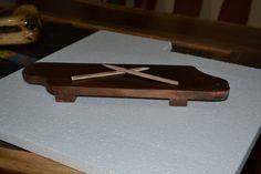tabla para botana, en madera de nogal.
