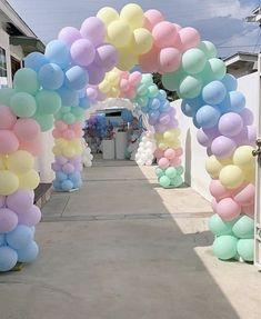 Rainbow Balloon Arch, Balloon Backdrop, Balloon Decorations Party, Balloon Columns, Balloon Garland, Birthday Party Decorations, Balloon Arch Diy, Balloon Balloon, Rose Gold Balloons