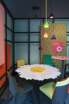 FLOWER POT   Potocco Event @ Big Apple - Potocco Flower Agra Table, Nest Lamps & Chairs
