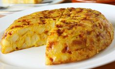 Typical Regional Meals: Tortilla española - An omelette-like potato dish, fried in olive oil and may also include onions. This tortilla can be served in slices, either warm or cold. Spanish Potato Omelet, Spanish Potatoes, Casserole Recipes, Crockpot Recipes, Cooking Recipes, Halloumi Burger, Tortillas Veganas, Spanish Dishes, Tortilla Wraps