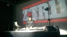 Mais uma aula... Set excelente tocou até Rap Nacional achei muito foda as adaptações parabéns @z_trip e obrigado pelo show... @jamboxme toda equipe obrigado por mais evento show de bola ahaha nós apreciadores  agradecemos. #ztrip #realdjing #originalmusic #turntablism #turntable #vinyl #scratch by djdrump http://ift.tt/1HNGVsC