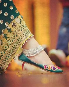 Unbelievable Tips: Antique Jewelry Gold etsy jewelry sweets. Ankle Jewelry, Dainty Jewelry, Luxury Jewelry, Gold Jewelry, Etsy Jewelry, Antique Jewelry, India Jewelry, Handmade Jewelry, Fancy Jewellery