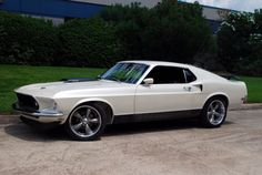 1969 Ford Mustang RestoMod Fastback,351 Clevelend V-8.