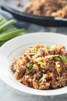 This BBQ Bacon Cheeseburger Rice is an easy, one pot meal made with simple ingredients that the whole family will love! And a 30 minute meal! (I think I will add more bacon and less BBQ sauce for my family's taste). One Pot Meals, Easy Meals, Simple Meals, Weeknight Meals, Quick Ground Beef Recipes, Quick Recipes, Popular Recipes, Crockpot Recipes, Foods For Abs