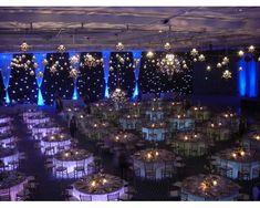 Montaje con mesas iluminadas para tu boda
