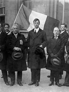 Eamon de Valera (centre) strongly opposed the 1922 Anglo-Irish Treaty that brought about the partition of Ireland.