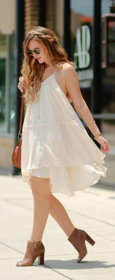 Flowy bohemian summer dress styled with peep toe booties and fringe Sancia bag