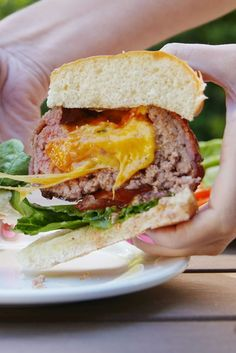 Beer Can Burgers Delish Burger Recipes, Grilling Recipes, Beef Recipes, Cooking Recipes, Grilling Ideas, Beer Can Burgers, Fancy Burgers, Beer Burger, Healthy Snacks