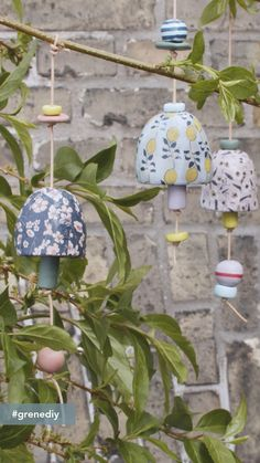 Make decorative bells for outdoor 'hygge'Create a cosy and decorative outdoor space with room for decorations and small details. Anna has made the lovely, decorative bells on strings which will be a enjoyable experience for Upcycled Crafts, Diy And Crafts, Arts And Crafts, Decor Crafts, Clay Crafts For Kids, Simple Crafts, Wood Crafts, Hygge, Carillons Diy
