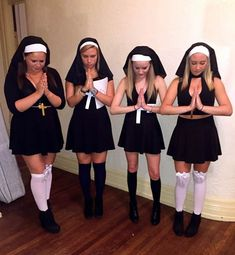 DIY College Halloween Costumes that'll Make you Say WOW! I'm gonna HAVE TO try that - Hike n Dip Thinking what to wear for your College Halloween Party? Take the BEST ideas for College Halloween Costumes from all over the Internet right HERE. Nun Halloween Costume, Nun Costume, Best Friend Halloween Costumes, Halloween Outfits, Halloween Party, Halloween 2019, Friend Costumes, Girl Group Costumes, Halloween Recipe