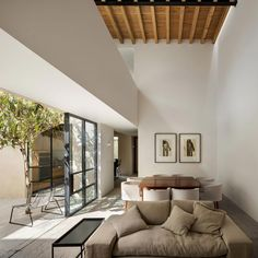 Mexican house impresses with exposed wooden ceiling beams - interiorzine Patio Interior, Best Interior, Scandinavian Interior Design, Decor Interior Design, Open Space Living, Living Spaces, Mexican House, Wooden Beams Ceiling, Casa Patio