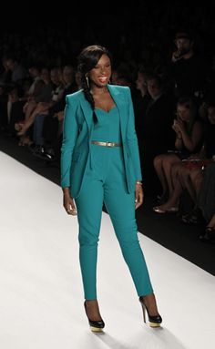 This article has tips on how to dress your apple shaped body drawn from the inspirational stylings of Jennifer Hudson and Tyra Banks. Apple Body Shapes, Fashion Essentials, Fashion Tips, Jennifer Hudson, Beauty Hacks, Beauty Tips, Wardrobe Staples, Industrial Style, Must Haves