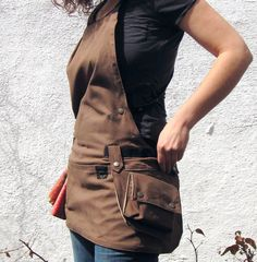 Basic Cross Back Utility Apron in Brown with Water Resist Lining