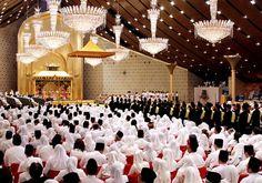 Princess Hajah Hafizah Sururul Bolkiah, and her groom Pengiran Haji Muhammad Ruzaini, exchanged their vows in front of scores of gathered family and friends, royals and international dignitaries. Bandar Seri Begawan, Private Plane, Head Of State, Guest List, Arabian Nights, Brunei, Vows, Daughter, Celebrities
