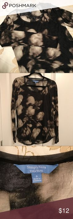 """Simply Vera by Vera Wang Long Sleeve Camo Top This is a super cute top with a subtle camo design. So comfortable and versatile. Wear for dress or casual. Polyester, machine washable. Length: 28"""" back, 26 1/2"""" front. Size Small. Small frayed area around the neckline on nylon trim. Only noticed while photographing. Otherwise, good used condition. Please refer to photo #4. Thanks for visiting my closet. Happy poshing! Simply Vera Vera Wang Tops Tees - Long Sleeve"""
