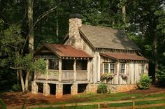Cabins and Cottages Cabins and cottages. The construction of a rustic country house or log cabin is a project that every renovator or carpenter wants to treat, because, with the knowledge of the ba… Log Cabin Homes, Log Cabins, Rustic Cabins, Rustic Cottage, Little Cabin, Cabins And Cottages, Cozy Cabin, Cabin Plans, Cabins In The Woods