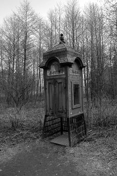 Old Phone Booth (Helsinki) Telephone Booth, Vintage Telephone, Abandoned Houses, Abandoned Places, The Dark Side, Old Phone, House Drawing, Street Furniture, Weird Pictures