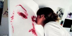 Kiss painting - Artista pinta com beijos suas obras | Criatives | Blog Design, Inspirações, Tutoriais, Web Design