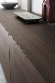 Riflessi riscopre il legno di cedro per la madia Linea