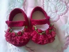 Most Beautiful And Stylish Baby Girls Fancy Shoes Collection Booties Crochet, Crochet Baby Booties, Crochet Slippers, Cute Baby Shoes, Baby Girl Shoes, Stylish Baby Girls, Foto Baby, Baby Sandals, Doll Shoes