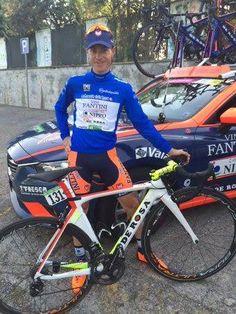 Inkospor festeggia con Damiano Cunego, capitano del Team Nippo Fantini, la maglia Azzurra di leader della classifica Scalatori