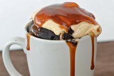 18 microwave snacks you can cook in a mug (recipes) Single Serve Desserts, Köstliche Desserts, Dessert Recipes, Breakfast Recipes, Mug Recipes, Sweet Recipes, Cooking Recipes, Yummy Snacks, Eating Clean