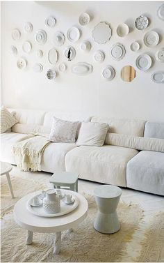 all white interior, plates on wall My Living Room, Home And Living, Living Spaces, Home Interior, Interior Decorating, Interior Design, Kitchen Interior, Decorating Ideas, Sweet Home
