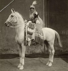 vintage everyday: Interesting Old Pictures of Circus in Netherlands from between to Vintage Abbildungen, Circo Vintage, Vintage Horse, Vintage Circus, Vintage Pictures, Old Pictures, Vintage Images, Old Photos, Vintage Posters