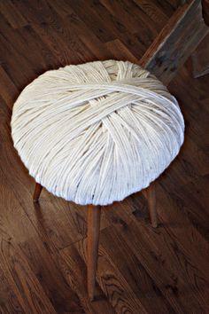 BRIGG: DIY: Yarn stool
