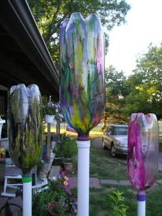 """very cool...""""garden harps"""" made out of plastic bottles. The wind blows through them making different sounds.These would be really neat painted as ghosts for halloween! (there is a link on the page to hear the eerie sounds they make) http://www.viralnova.com/reusing-recycled-plastic-bottles/?utm_content=bufferfff2c&utm_medium=social&utm_source=pinterest.com&utm_campaign=buffer…"""