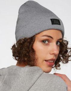 Classic Knit Beanie aus Biobaumwolle #veganemode #veganfashion #fairemode #fairfashion Grey Beanie, Knit Beanie, Knitting, Classic, Shopping, Fashion, La Mode, Scarves, Breien