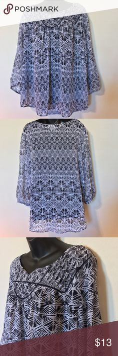 """ST. JOHN'S BAY BLOUSE NAVY BLUE WHITE POPOVER TOP ST. JOHN'S BAY PLUS SZ 2X WOMEN'S BLOUSE NAVY BLUE WHITE POPOVER TOP SHEER SHIRT CAREER WEAR TO WORK OR CASUAL MEASUREMENTS LYING FLAT ARMPIT TO ARMPIT 28"""" LENGTH 28"""" St. John's Bay Tops Blouses"""