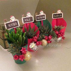 Yılın son siparişleri birer birer sahiplerine ulaşır☺️ Mutlu haftasonları! #sukulent #succulents #succulover #minisukulent #christmas #yeniyıl #yeniyılhediyesi #corporate #weddingfavors #favors #flower #kaktüs #cactus #hediye #nikahşekeri #nikahhediyesi #nişanhatırası #nikahhediyesi #sözhediyesi #succulentaddict #succulentobsession #succulentgarden Succulent Planter Diy, Succulent Gifts, Succulent Gardening, Planting Succulents, Christmas Plants, Christmas Hacks, Christmas Art, Christmas Gifts, Christmas Ornaments