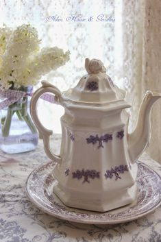 . Vintage Dishes, Tea Pots, Lavender Cottage, Vintage Kitchenware, Cabin Chic, My Cup Of Tea, Transferware, Home And Garden, Shabby Chic Teapots