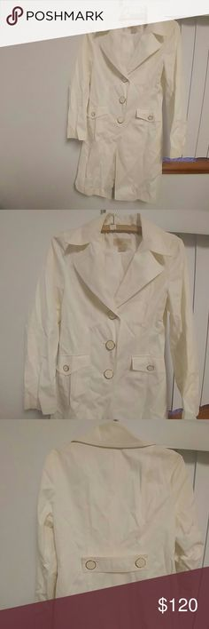 Michael Kors cream coat NWOT never worn collecting dust in my closet no damage no stains no rips.Make Offer Also fits a small Michael Kors Jackets & Coats Trench Coats