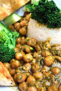 Vegaanihaaste - Pinaatti-kikhernekastike Korn, Chana Masala, Food Inspiration, Vegan Vegetarian, Vegan Recipes, Curry, Food And Drink, Meat, Chicken
