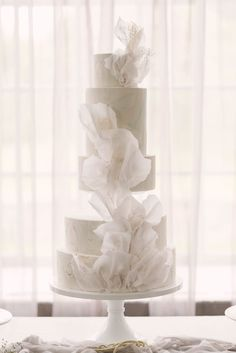 Giselle in 2020 (With images) Luxury Wedding Cake, Elegant Wedding Cakes, Beautiful Wedding Cakes, Wedding Cake Designs, Beautiful Cakes, Dream Wedding, All White Wedding, Engagement Cakes, Wedding Cake Inspiration