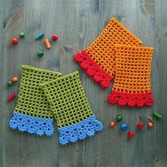Cuffs In Filet Crochet With Lace Edging - Free crochet pattern by Jolanta Gustafsson. Crochet Wrist Warmers, Crochet Boot Cuffs, Crochet Boots, Crochet Gloves, Love Crochet, Knit Crochet, Crochet Afghans, Filet Crochet, Crochet Stitches