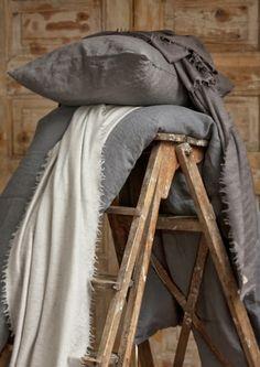 Kauniita unia pellavalakanoissa. | Aamukahvilla