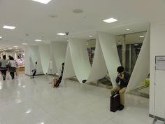 """ハンモックのような休憩所 /by Nakamura Ryuji /The Design Concept...The rest location between the pillar /ryuji nakamura & associates co.,ltd.http://www.ryujinakamura.com/ /at SEIBU Department Store /Pouchの2010年の記事""""池袋西武本店7Fに「ハンモックのような休憩所」が出現!""""にリンクしています。建築家の中村竜治さんの作品でデザインコンセプトは""""柱の間の休憩場所""""とのことです。以前に私も物珍しさから座った事がありました。リンクの記事にある通り、見た目よりも頑丈な造りで安心して座れます。壁の部分は幅広いので個室という感じで結構くつろげました。 (2016/6/24,edit 2016/11/1)"""