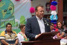 En el marco del Día Mundial de la Tierra se llevó a cabo la Primera Feria Ambiental en el municipio de Ziracuaretiro, a la cual asistió como representante del gobernador ...