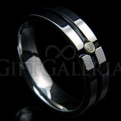 Anel de compromisso ou noivado em tungstênio na cor preta com brilhante artificial de zircônia, diferença imperceptível.