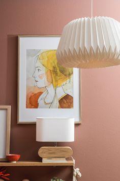 Die Schlafzimmer-Farben 2020 dürfen lebendig sein, aber nicht zu lebhaft. Entsprechend fügen sich Rusty Shades am besten Ton in Ton. Nude-Farben schaffen milde Übergänge zwischen Rottönen und Erdfarben. Dezent eingesetzte Kontraste sind erlaubt. Inspiration, Home Decor, Clay, Biblical Inspiration, Decoration Home, Room Decor, Home Interior Design, Inspirational, Home Decoration