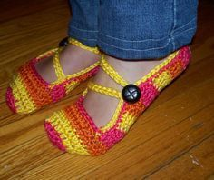 CUTE CROCHET SLIPPERS!  Free Pattern