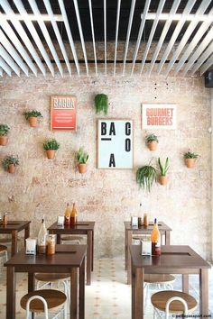 Bacoa is always a good option for those who want to enjoy a good burguer in a… Más Cafe Bistro, Cafe Bar, Cafe Restaurant, Coffee Shop Design, Cafe Design, Store Design, Restaurant Interior Design, The Design Files, Deco Table